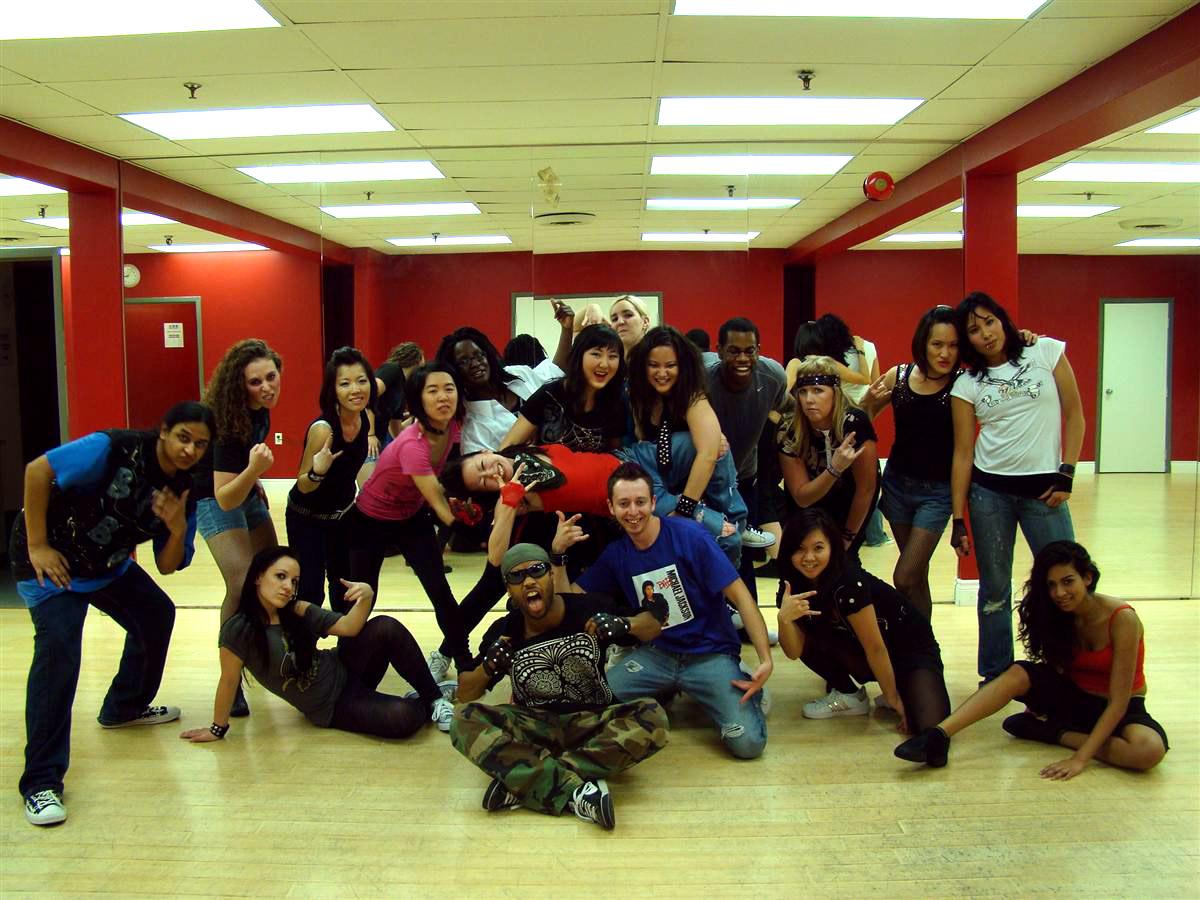 Costum hip hop dance host